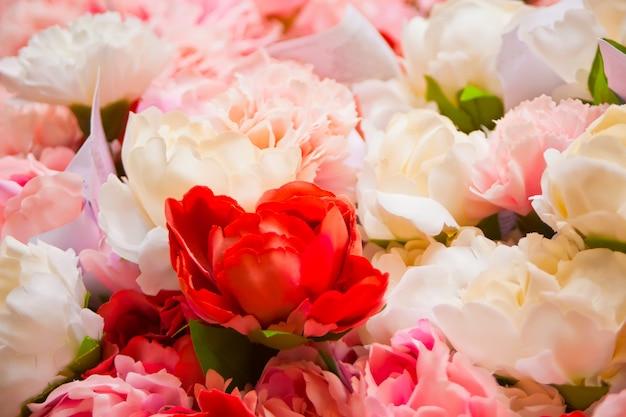 Vista de belas flores desabrochando como pano de fundo.
