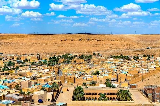 Vista de beni isguen, uma cidade no vale do mzab.