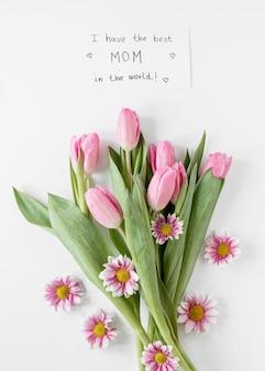 Vista de cima arranjo de tulipas