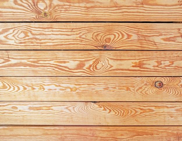 Vista de cima de mesa velha queda. parede de pranchas de madeira, placa de textura quente laranja. blogger vintage, exposição do produto