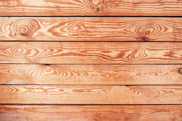 Vista de cima de mesa velha queda. parede de pranchas de madeira, placa de textura quente vermelho. blogger vintage, exposição do produto
