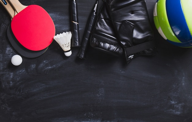Vista de cima de objetos diferentes para desporto