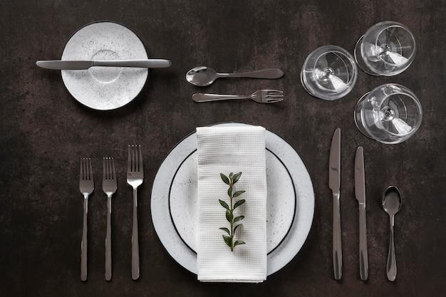 Vista de cima, etiqueta e molho à mesa