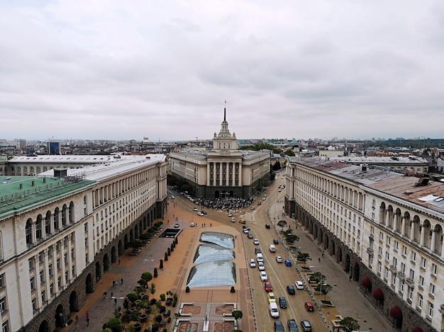 Vista de cima. grande capital da bulgária, pérola dos balcãs - sofia. lugar de cultura, religião e tradições. foto aérea criada por drone.