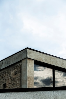 Vista, de, edifício pedra, com, grande, janelas