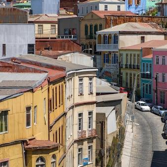 Vista, de, edifícios, ao longo, rua, valparaiso, chile