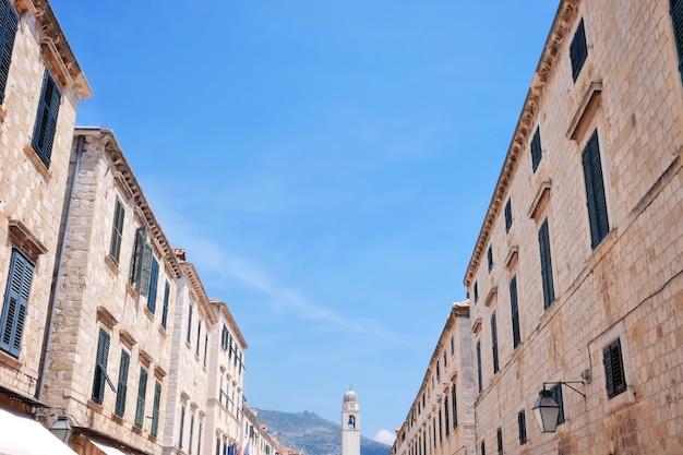 Vista de edifícios pitorescos na cidade velha
