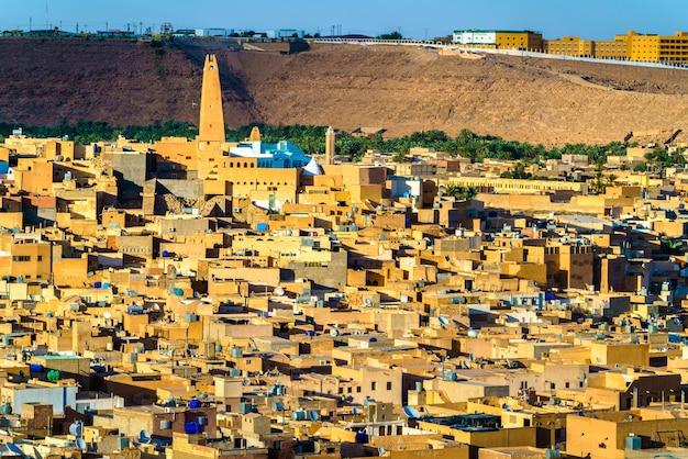 Vista de ghardaia, uma cidade no vale de mzab.