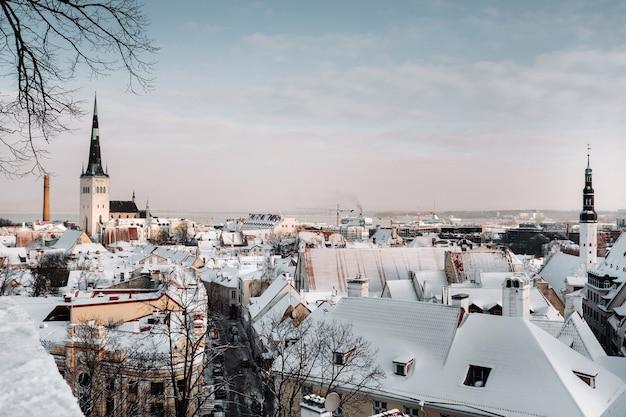 Vista de inverno da cidade velha de tallinn