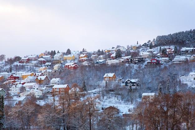 Vista de inverno das casas na cidade de trondheim