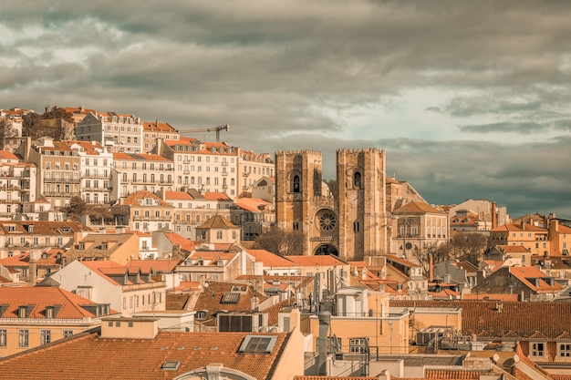 Vista de lisboa com catedral
