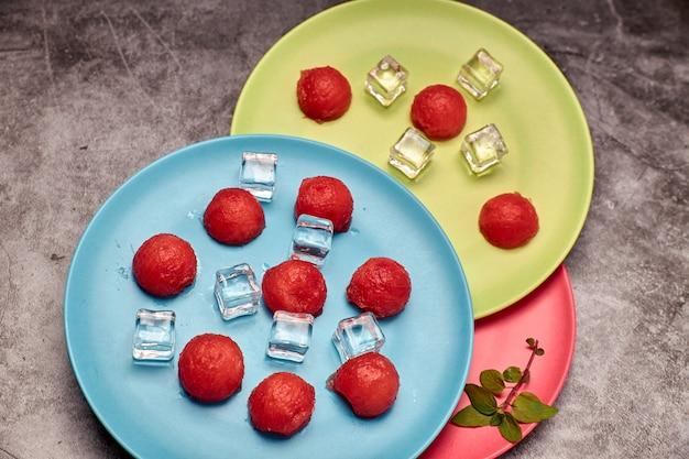 Vista de pedaços de melancia vermelha e refrescante