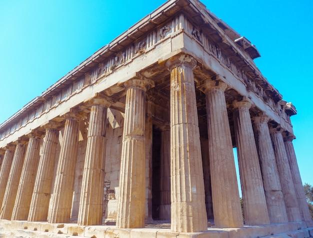 Vista de perto das antigas ruínas gregas
