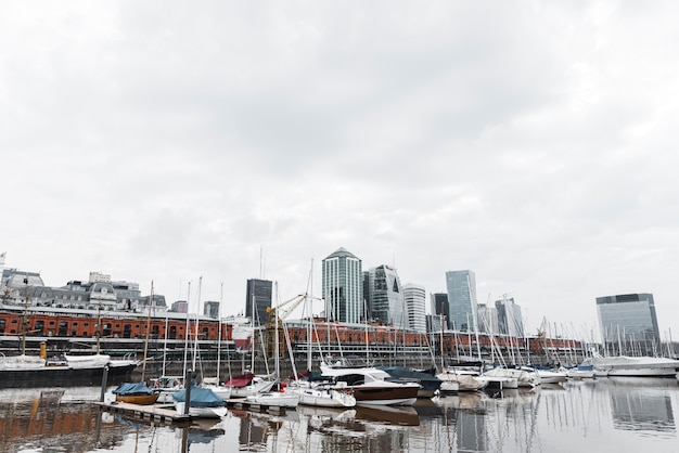 Vista, de, porto, skyline, com, barcos