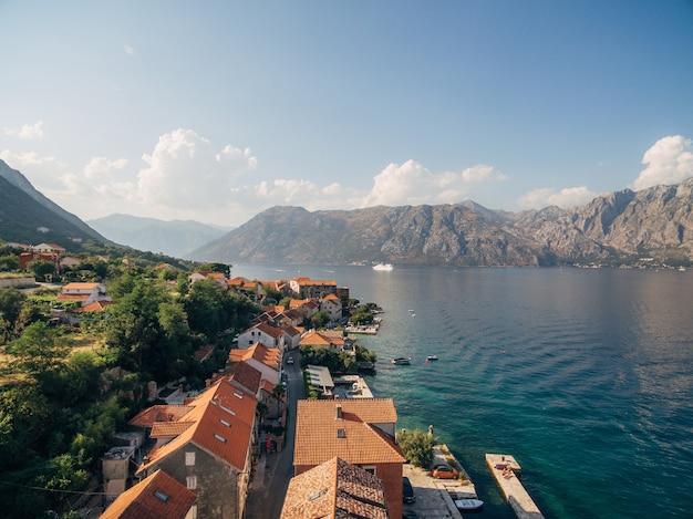 Vista de prcanj montenegro da igreja da natividade do