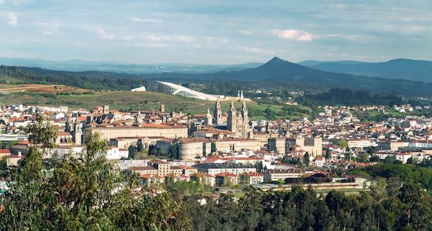 Vista de santiago de compostela. panorama. paisagem urbana