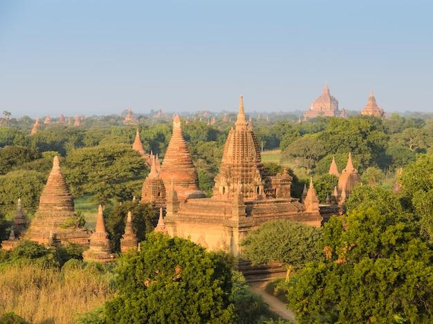 Vista de templos antigos em bagan, myanmar