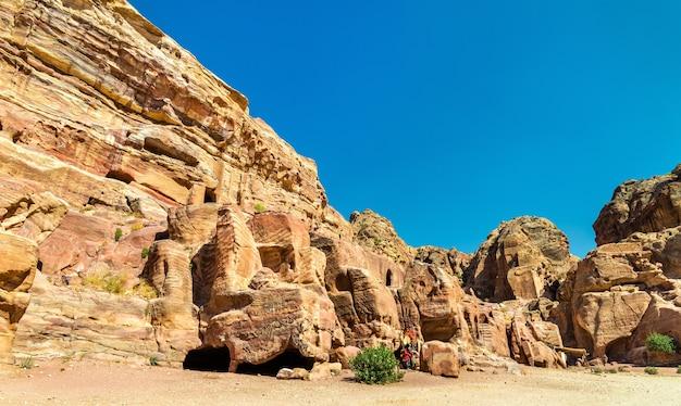 Vista de túmulos antigos em petra - jordânia