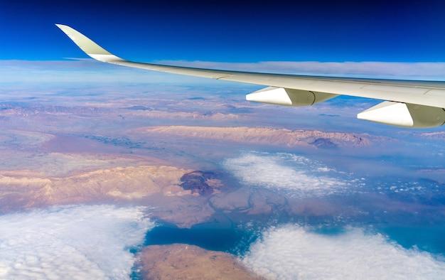 Vista de um avião do planalto persa no irã