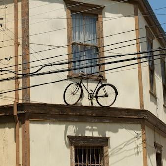 Vista, de, um, bicicleta, ligado, a, borda, de, um, casa, valparaiso, chile