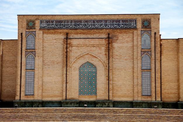 Vista de um fragmento da mesquita khast imam em tashkent, uzbequistão. ásia central, islã, viagens.