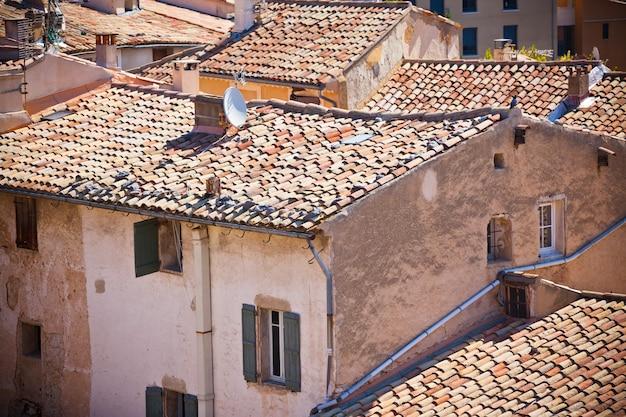 Vista de uma pequena cidade francesa de cima