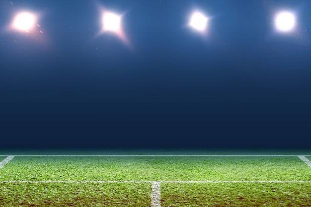 Vista de uma quadra de tênis com luz dos holofotes