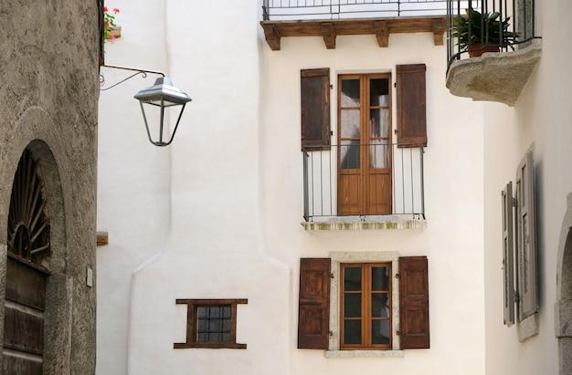Vista de uma rua de verona, na itália