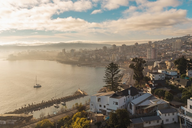 Vista de valparaíso, chile, // cidade perto do mar