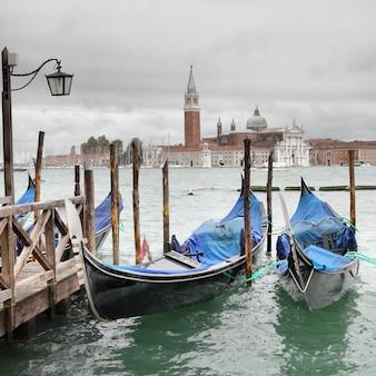 Vista de veneza em dia nublado, itália
