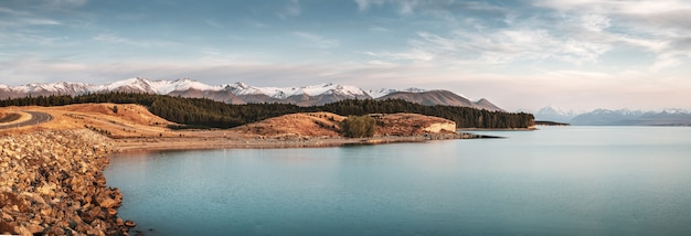 Vista deslumbrante do lago pukaki com o monte cook ao fundo na nova zelândia