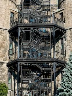 Vista dianteira, de, escadarias, de, um, predios, dourado, quadrado, milha, montreal, quebec, canadá