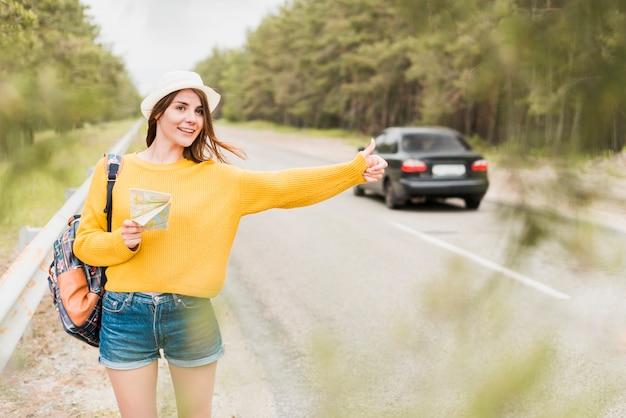 Vista dianteira, de, viajante, hitchhiking