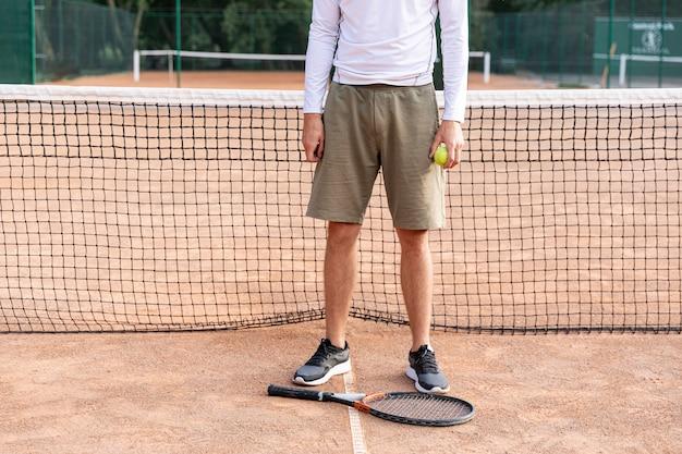 Vista dianteira, homem, ligado, quadra tênis