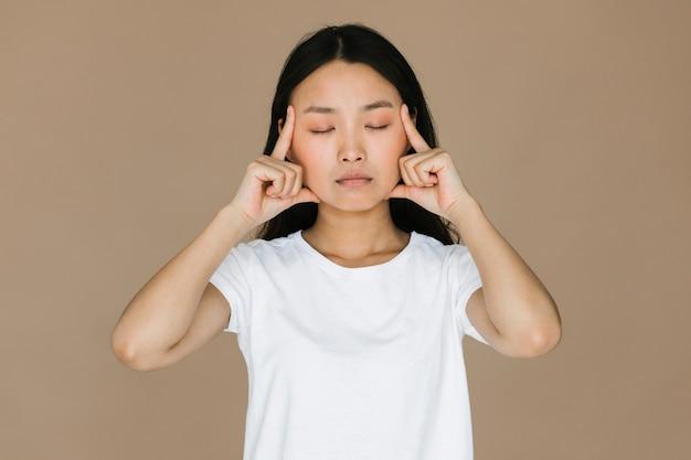 Vista dianteira, mulher asian, meditar