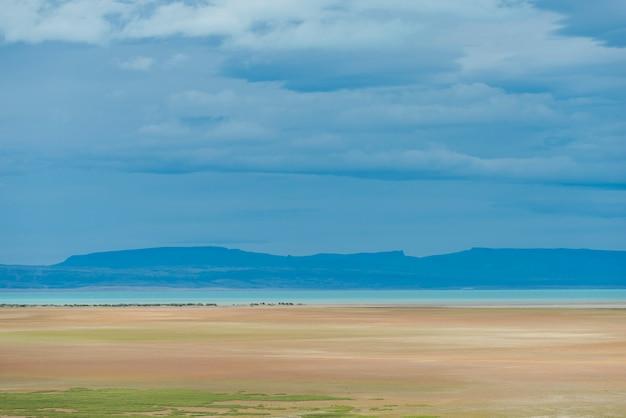 Vista distante do lago argentino, parque nacional los glaciares, província de santa cruz, patagônia, argenti