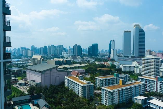 Vista do andar alto das ruas de bangkok.