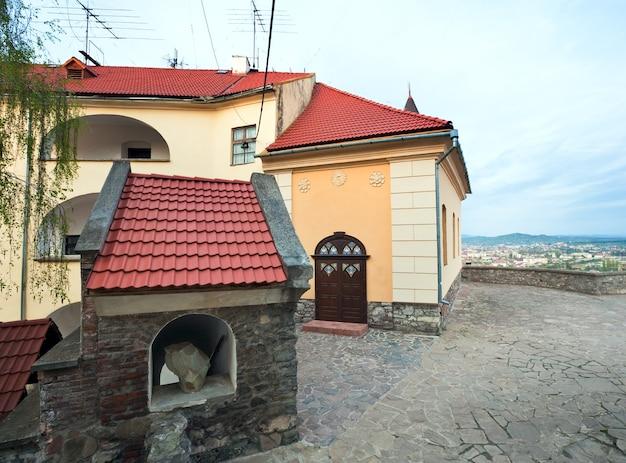 Vista do antigo castelo palanok (ou castelo mukachevo, ucrânia, construído no século 14)