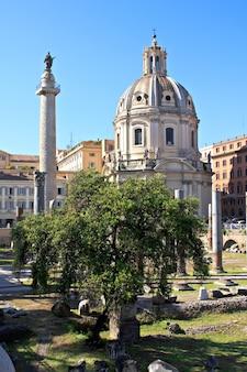 Vista do antigo fórum romano em roma, itália