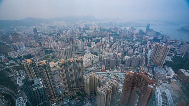Vista do arranha-céu do edifício comercial em hong kong