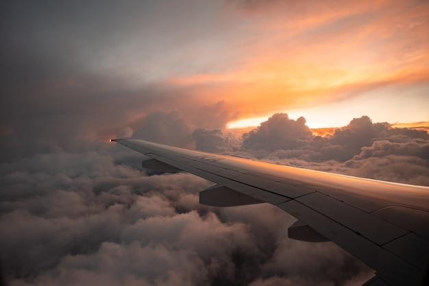 Vista do avião ao pôr do sol em punta cana república dominicana fevereiro