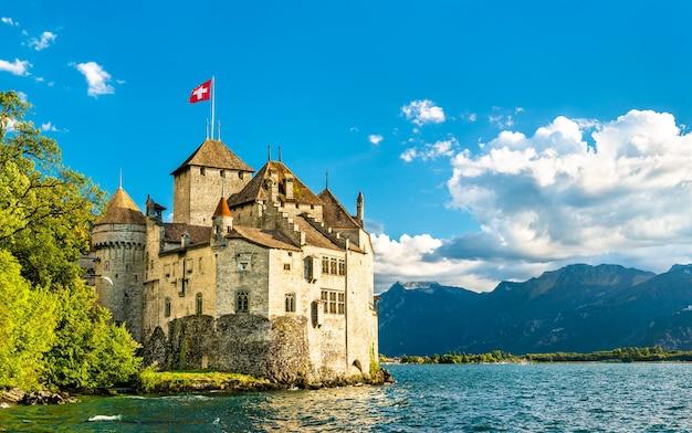 Vista do castelo de chillon no lago genebra, na suíça
