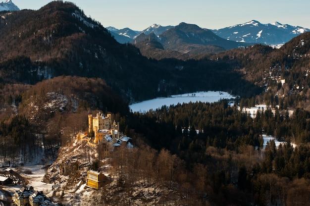 Vista do castelo hohenschwangau em schwangau, alemanha.