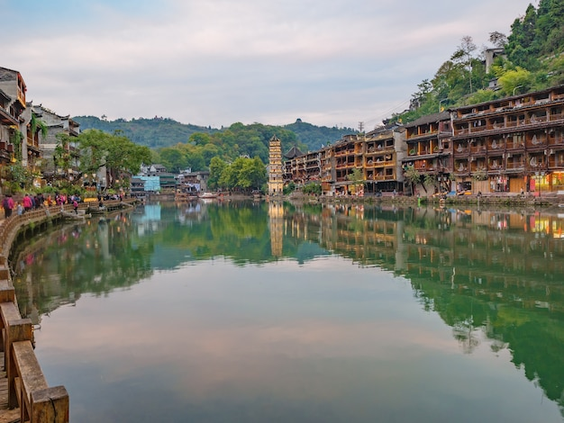 Vista do cenário da cidade velha fenghuang.