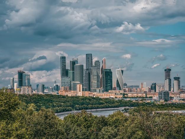 Vista do centro internacional de negócios de moscou
