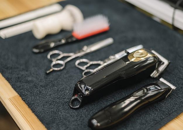 Vista do close-up de acessórios de barbearia