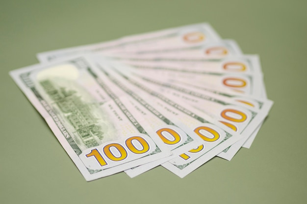 Vista do close-up de dinheiro na mesa