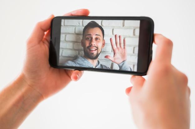 Vista do close-up do conceito de chamada de vídeo
