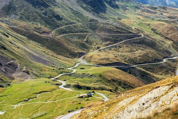 Vista do col du tourmalet nas montanhas dos pirenéus