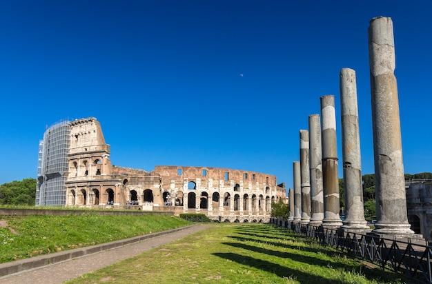 Vista do coliseu do templo de vênus e roma
